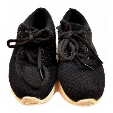 Fekete strasszos sportcipő (28 29)